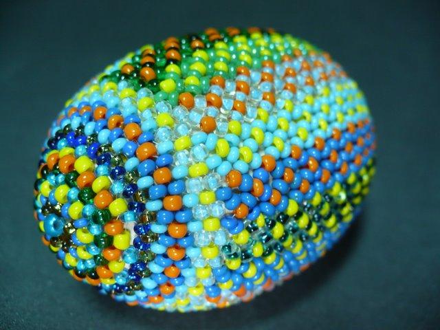 Книга: Подарочные яйца из бисера Автор . ива из бисера; пасхальные и подарочные яйца из бисера ликсо скачать djvu...